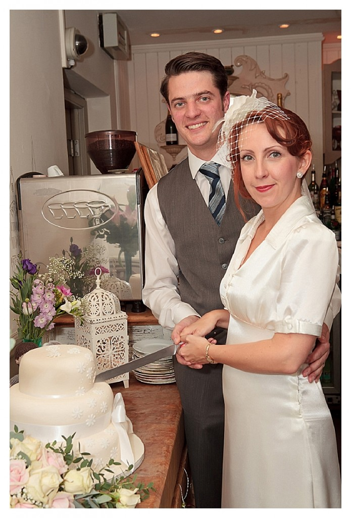 A nostalgic and beautiful 40's inspired wedding...