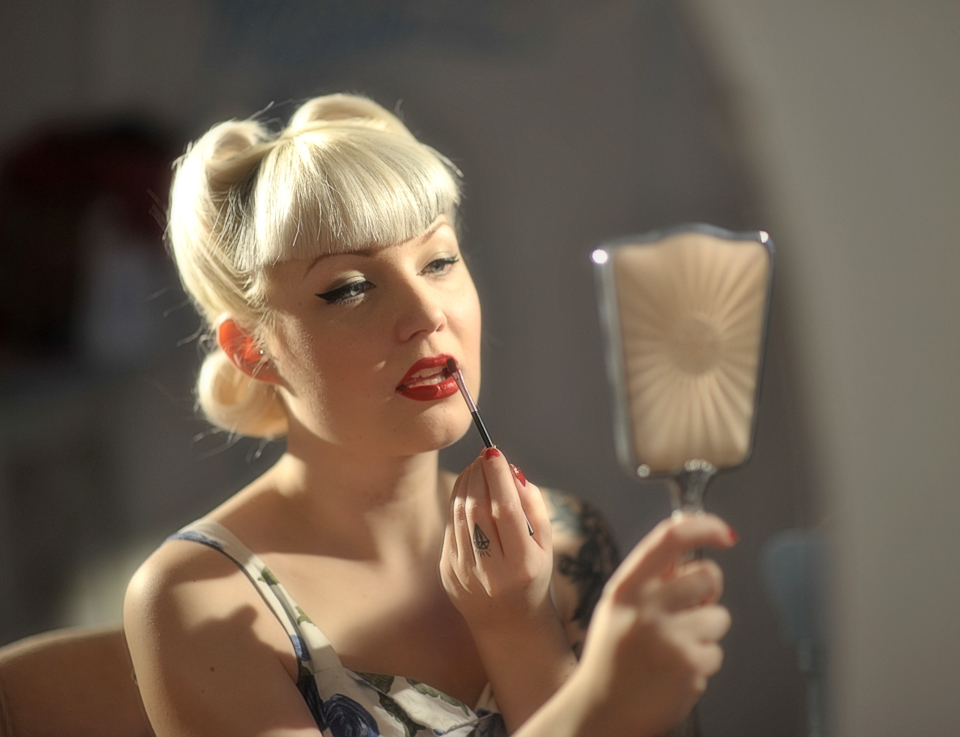 Perfect the perfect vintage pin-up look with these top 10 tips
