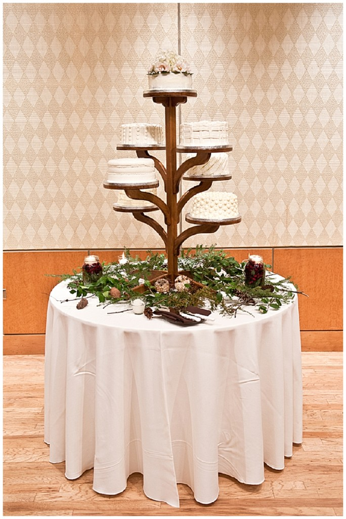 wedding cake stands a rustic vintage winter wedding want that wedding uk 25646