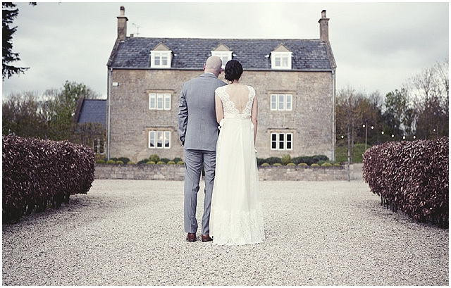 A country cottage style garden wedding in the cotswold