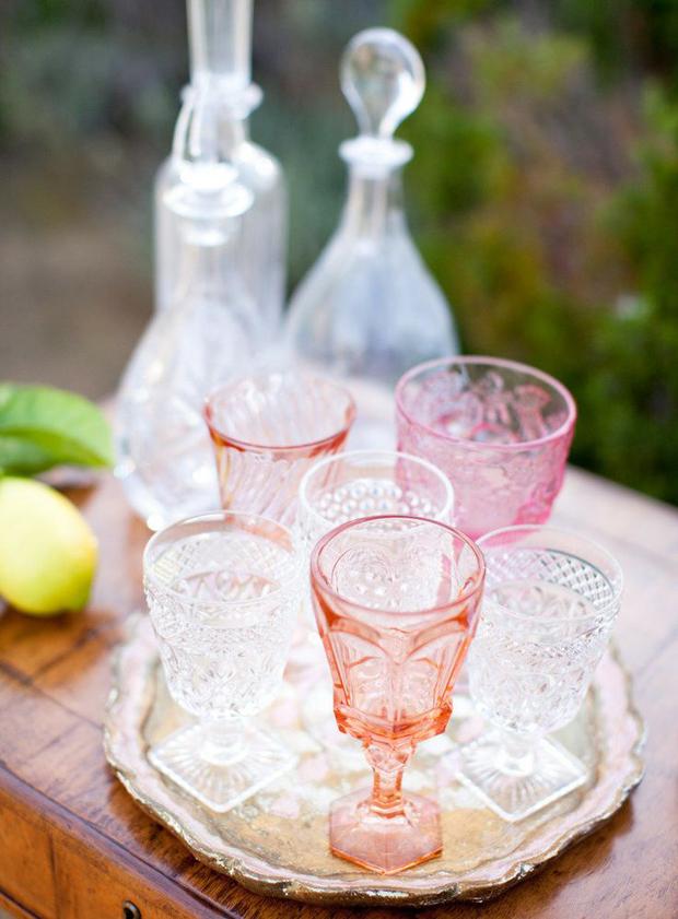 pretty coloured wine glasses for weddings