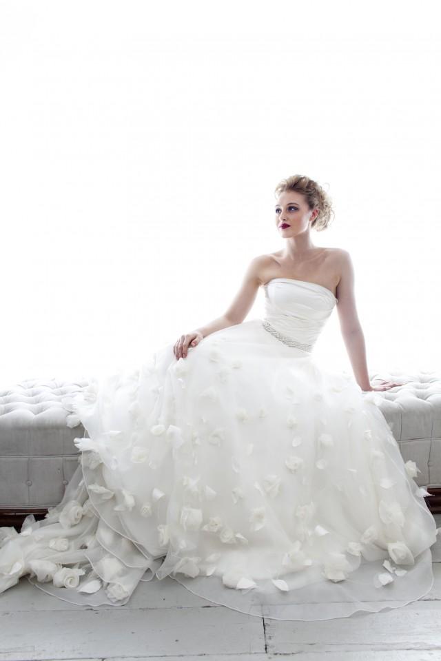 Emma Hunt: Modern Elegant Glamour | Bridal Gowns