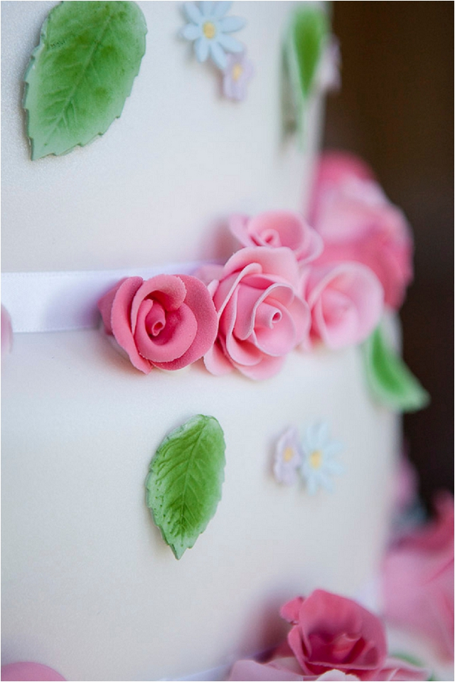 1940s wedding cake with pink roses