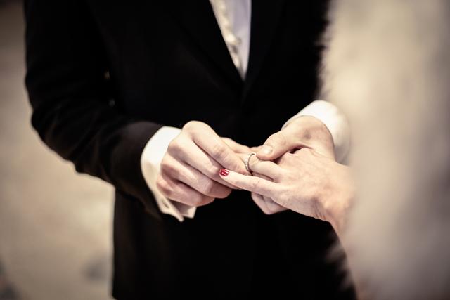 Contemporary Winter Wedding  Real Wedding (21)