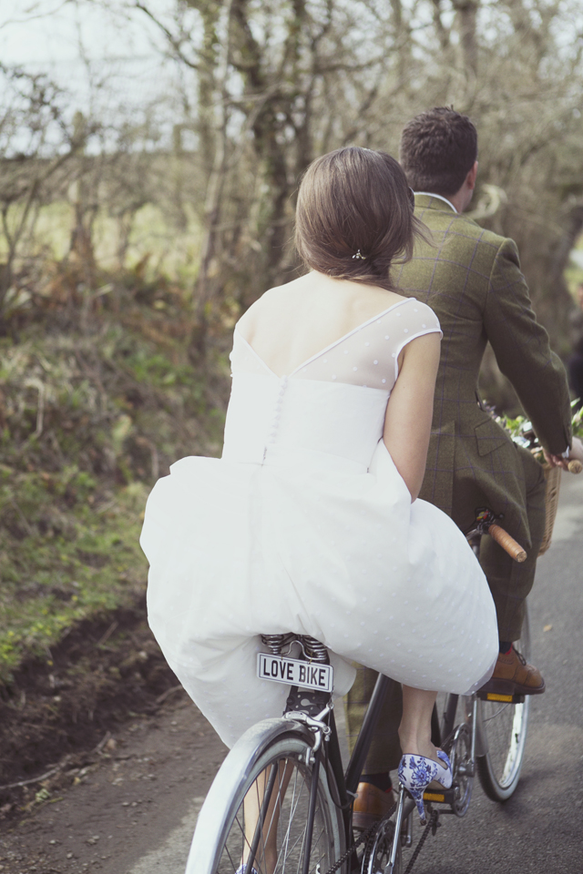 Bride and groom on 70s vintage tandem - love bike
