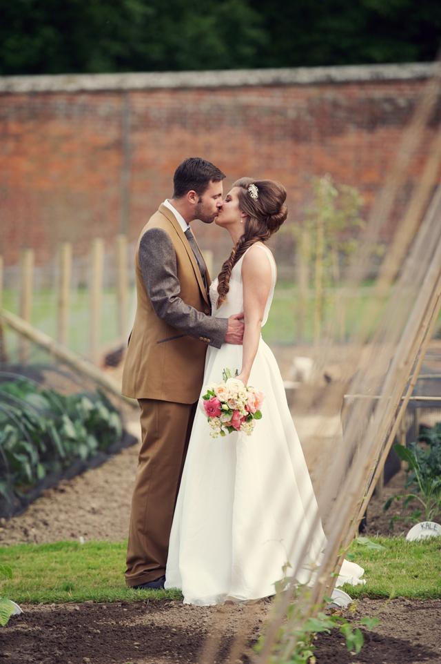 Scotney Castle Golden Glory Wedding Styled Shoot by Rebecca Douglas Photography 0075