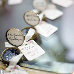vintage-travel-wedding-favors