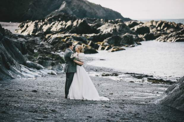 Rhiannon & James at Tunnels Beaches_HelenLiskPhotography -65