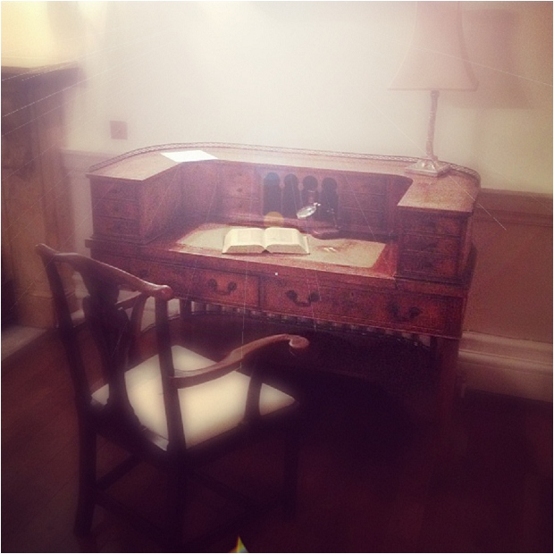 117. Guest book table