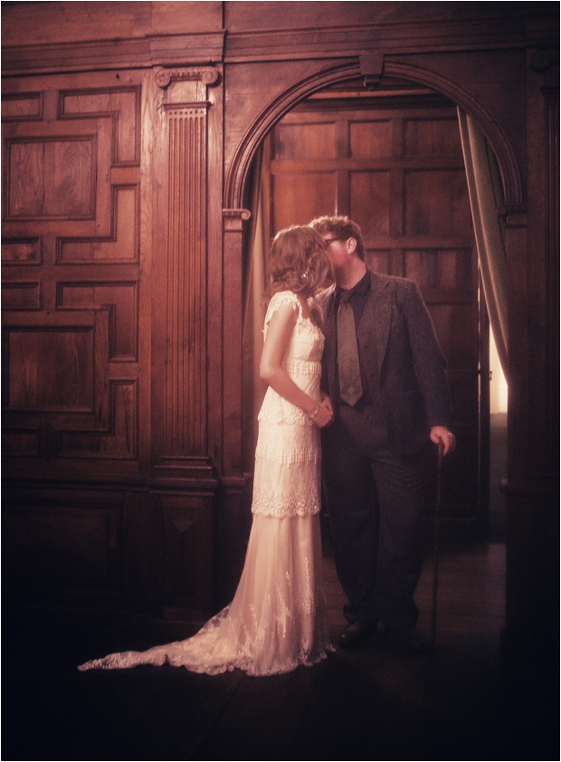 87. Archway kiss