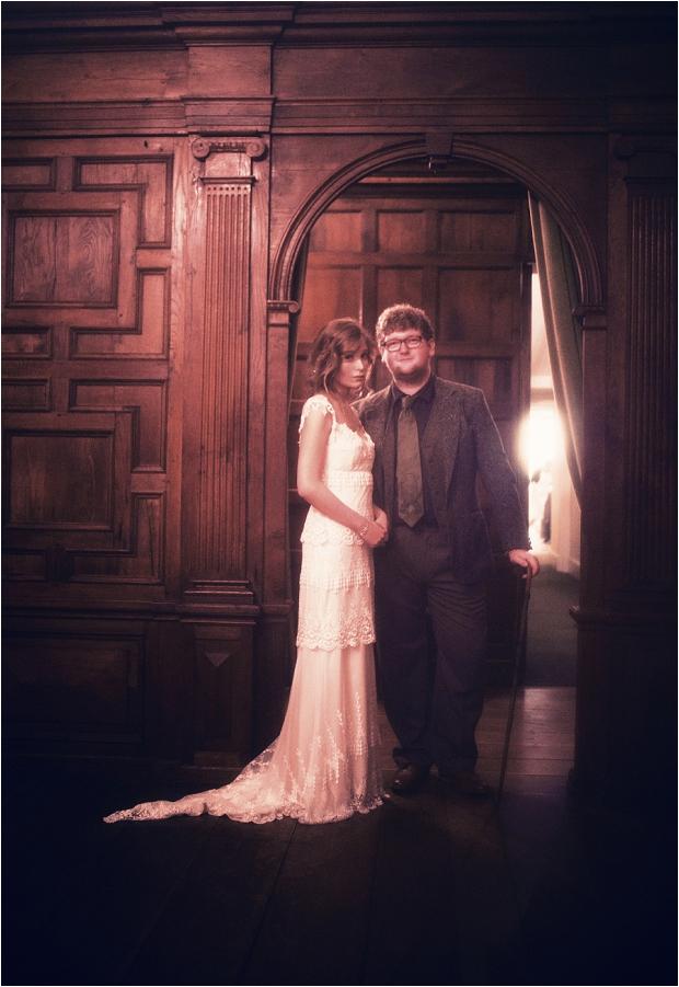 92. Bride & groom- archway 2