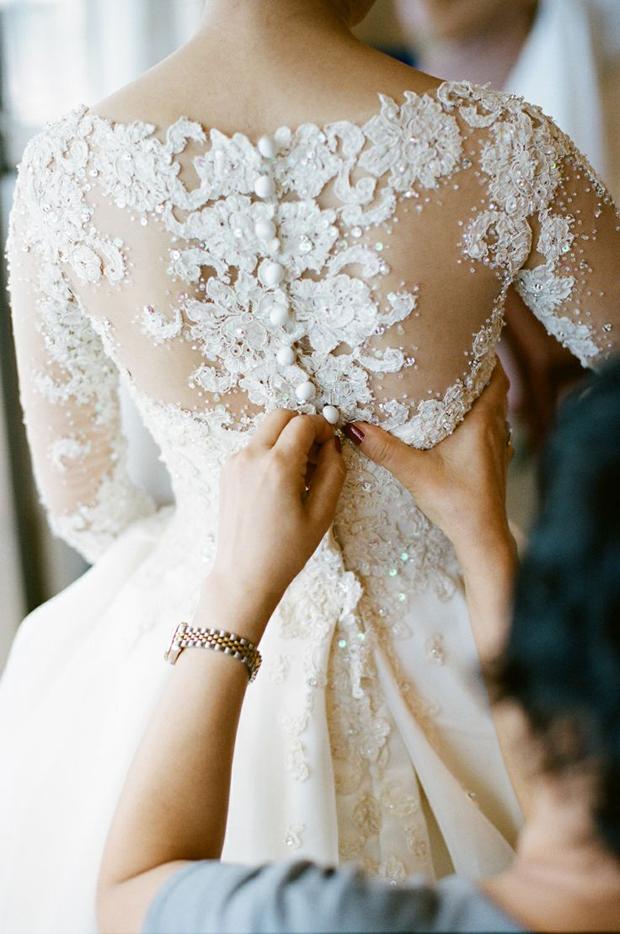 Top Wedding Dress Trends 2014 - Lace & Pearl Applique