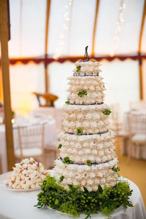 meringue wedding cake meringue kisses move macarons and cupcakes 17263