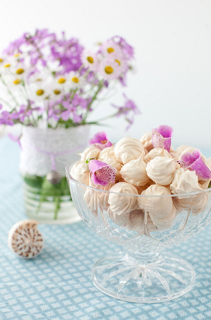 Meringue Kisses: Move Over Macarons [And Cupcakes]