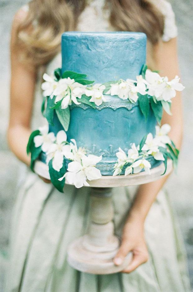 bluey grey metallic wedding cake