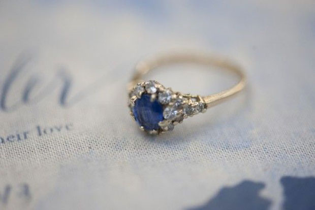 sapphire blue engagment ring