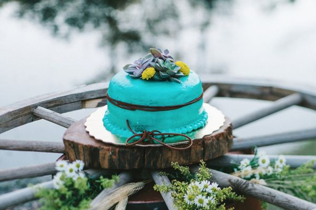 Bright turquoise wedding cake