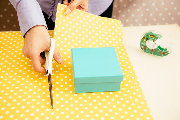 How To Gift Wrap Your Wedding Thank-You Presents Properly!