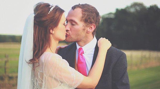 Alice In Wonderland Julia and Mark's Super 8mm Effect Wedding Film_0015