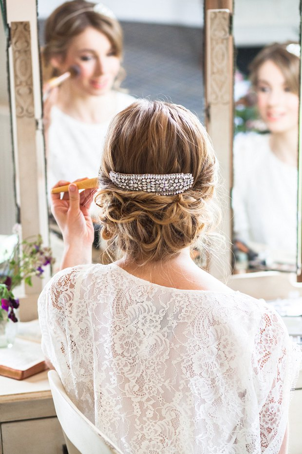 Beautiful & Unique Hair Accessory Ideas For Your Wedding Day_0024