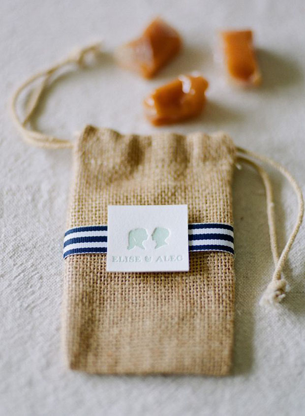 burlap bags for wedding favors (like salted caramels)