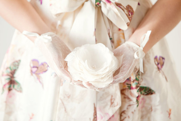 Wedding Trends: Gorgeous Gloves Gloves Gloves!