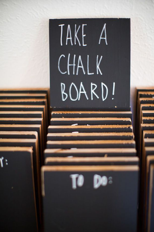 useful wedding favours - mini chalkboard to take home