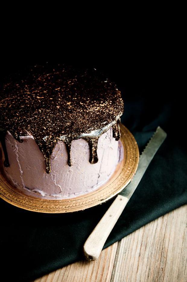 black ink and gold sparkle wedding cake