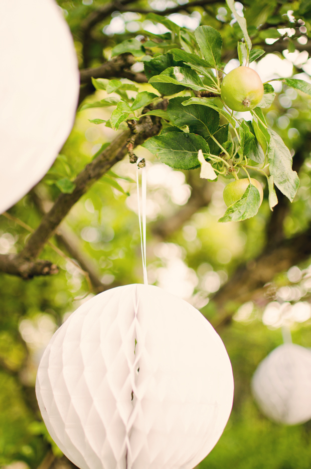 Black & White Stripes With Contrasting Floral Theme Real Weddng (30)