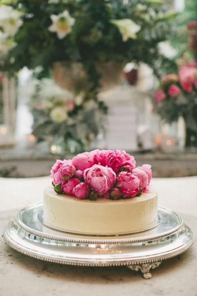 romantic peony wedidng cake
