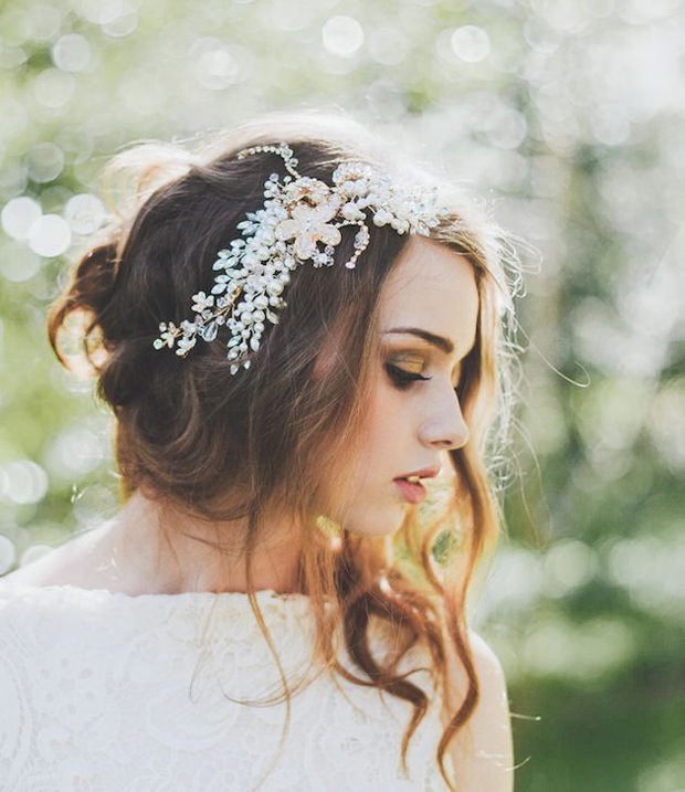 Messy Hair Dont Care 16 Messy Bridal Hairstyles That Just Dont
