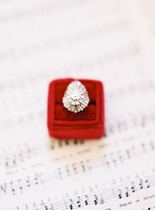red velvet ring box for wedding