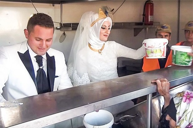 Join the wedding directory and your payment will be donated to help aid the refugee crisis!