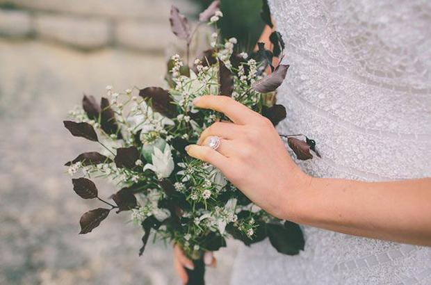 Winter Garnet Wedding Inspiration & Colour Ideas