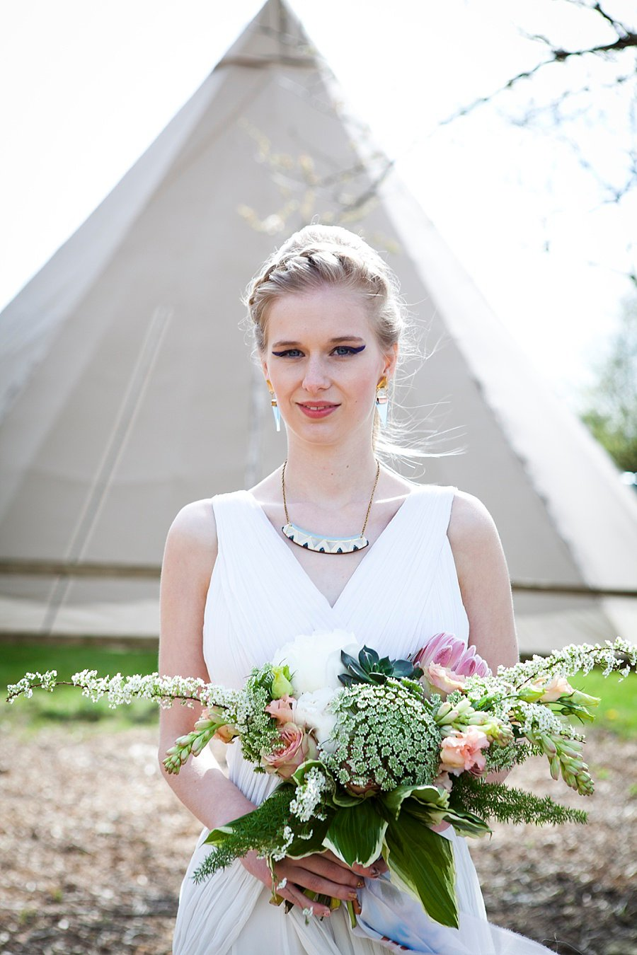 A Scandi Cool, Geometric Tipi Styled Wedding Shoot!