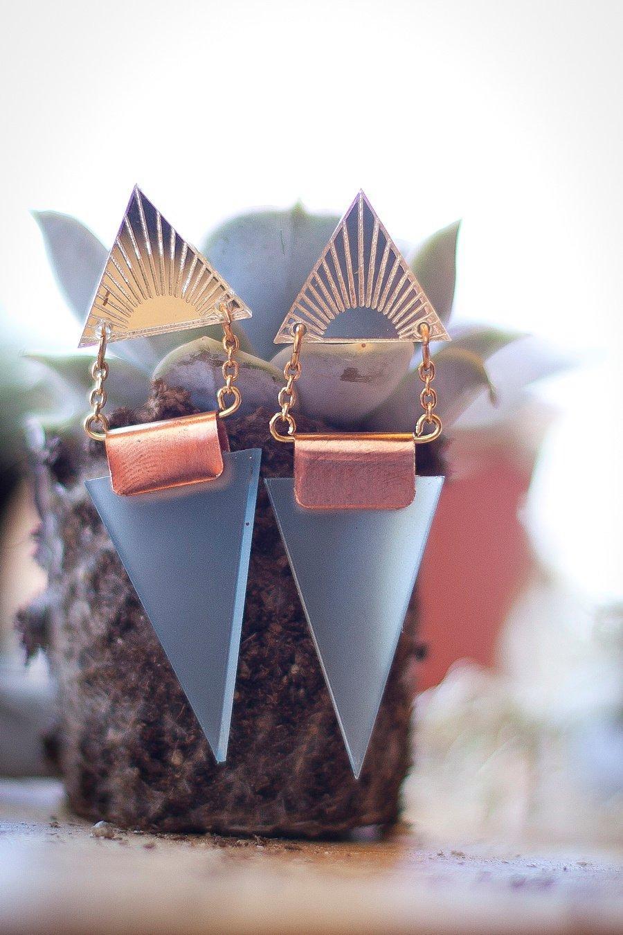 A Scandi Cool, Geometric Tipi Styled Wedding Shoot!