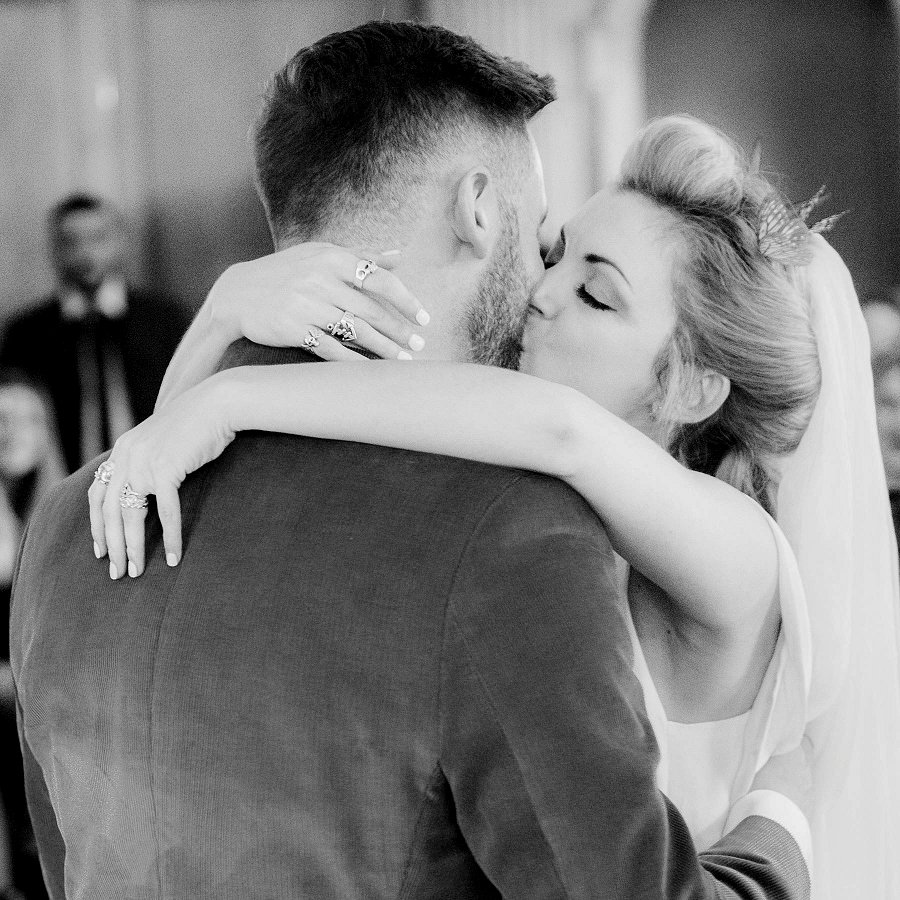 Win a CELEBRITY Wedding Photographer to Capture your Big Day!