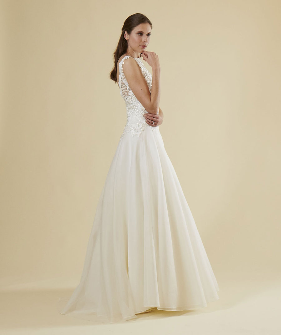 Affordable luxury wedding dresses by rebecca street love for Affordable couture wedding dresses