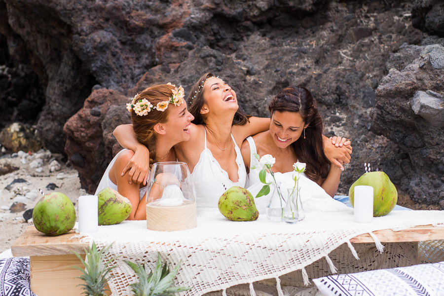 Pineapples, Coconuts & Aztec Patterns: A Fun Bridal Party Shoot on Reunion Island!