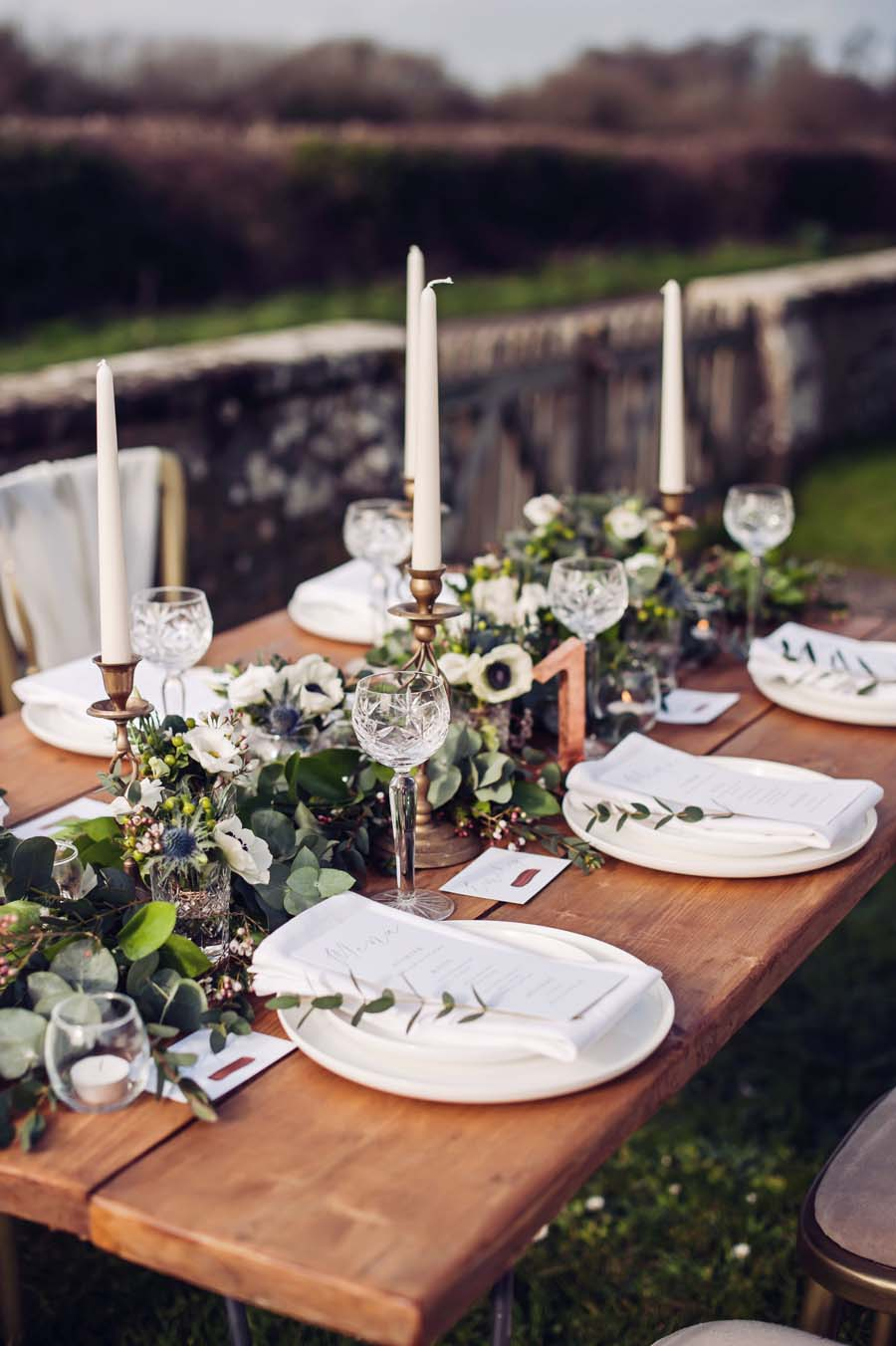 Uncategorized outdoor vintage glam wedding rustic wedding chic - For Some Couples Making Decisions On How To Style Their Wedding Day Can Be Very Confusing And Overwhelming From Colour Schemes Styles The Latest Trends