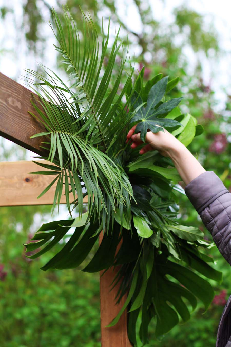 How To Make Your Own Stylish & Affordable Foliage 'Floral' Arch