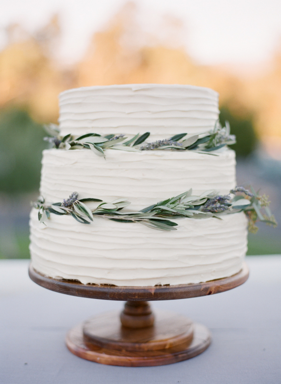 simple wedding cake ideas 2016 simple ways to pull a minimalist chic wedding theme 20063