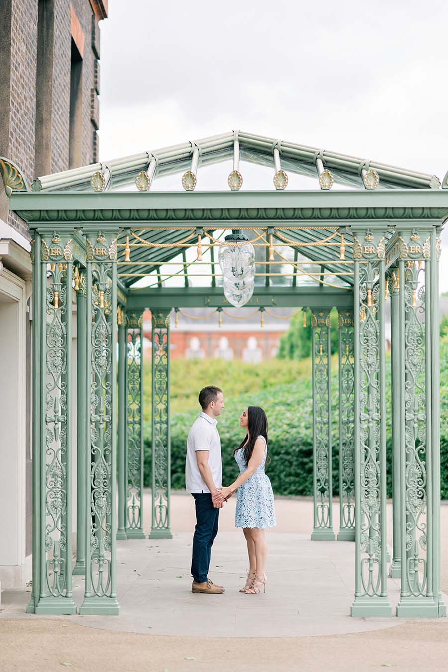 A Beautiful Kensington Palace & Gardens Engagement Session: Lucy & Mike