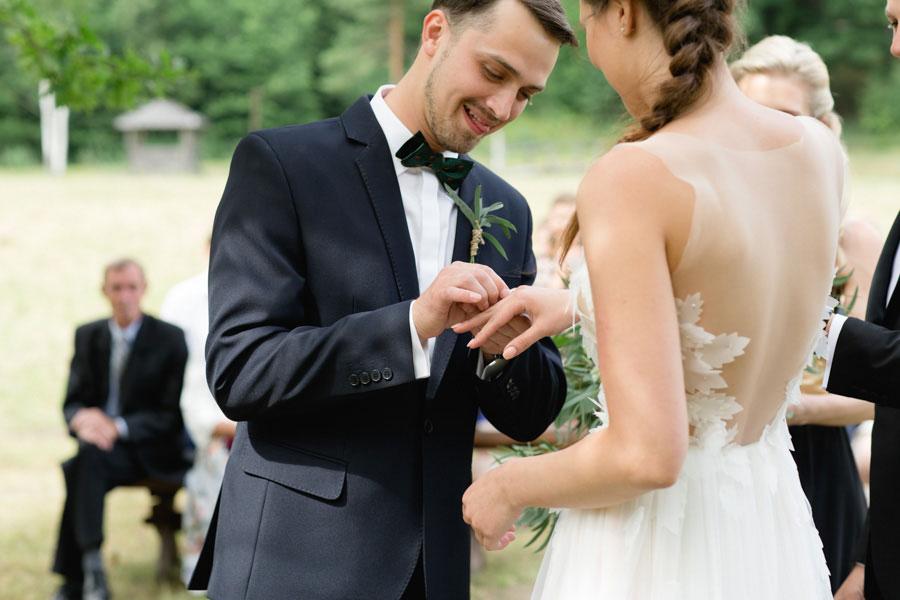 breathtaking-blush-green-nature-inspired-real-wedding-zivile-and-dalius16-1