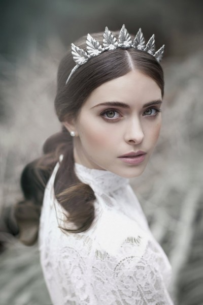 wantthatwedding-co-uk20151124viktoria-novak-the-evocative-prequel-bridal-couture-headpiece-2016-collection-facebook-comelannawoodsphotographer