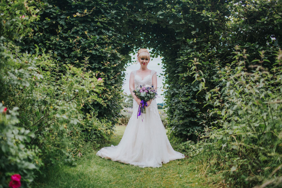 vibrant-pretty-bridal-editorial-in-lavender-fields044