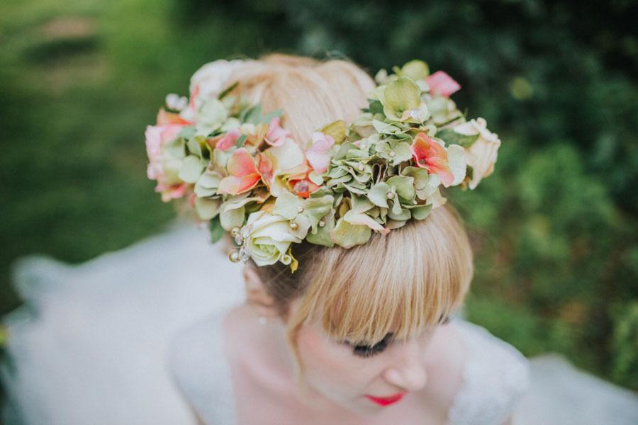Vibrant & Pretty Bridal Editorial in Lavender Fields