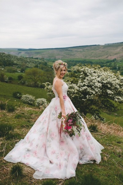 lovemydress-netblog201608floral-wedding-dress-sassi-holford-peak-district-elliegracephotography-co-ukjpg