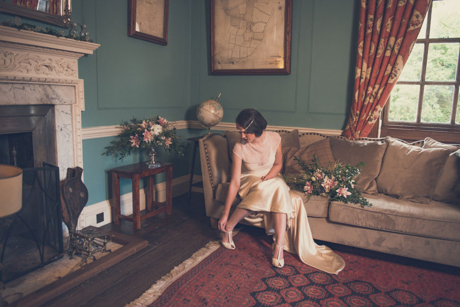 Glamorous 1930s House Party Wedding Shoot in Navy, Pink & Gold015