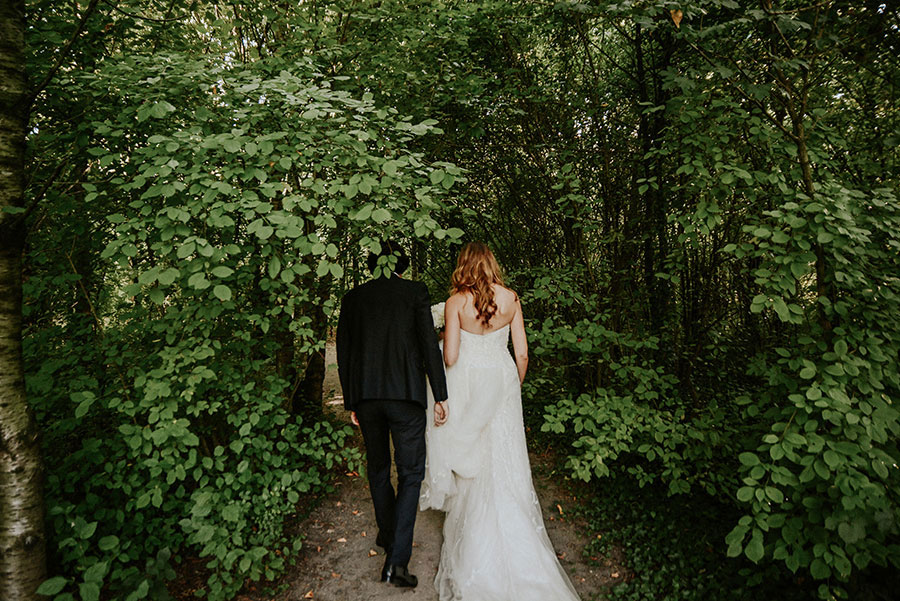 A Wonderful Garden Wedding With Dinner In The Woods!0033